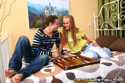 Молодая Русская красавица тиранит свою суперпопку