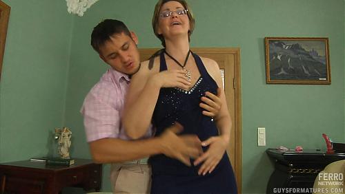 Сынок трахает мамину подружку