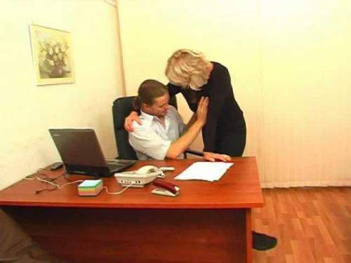 На работе со зрелой блондинкой