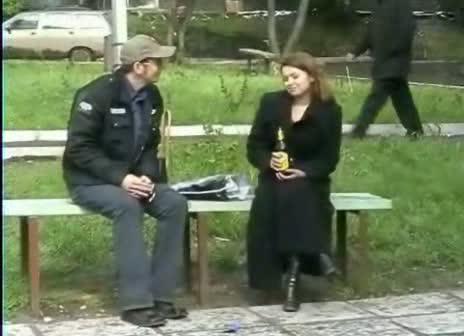 Уличная сикуха решила стать порнозвездой за 3 денюжки.