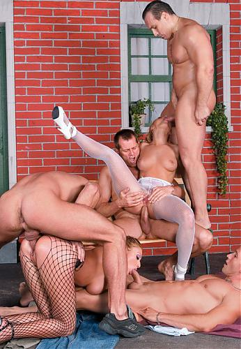 Liliane Tiger, Pantera Liliane Tiger and an anal bead slut take on four guys